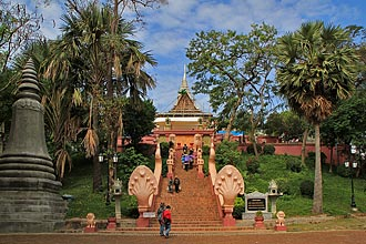Wat Phnom - Click for large image !